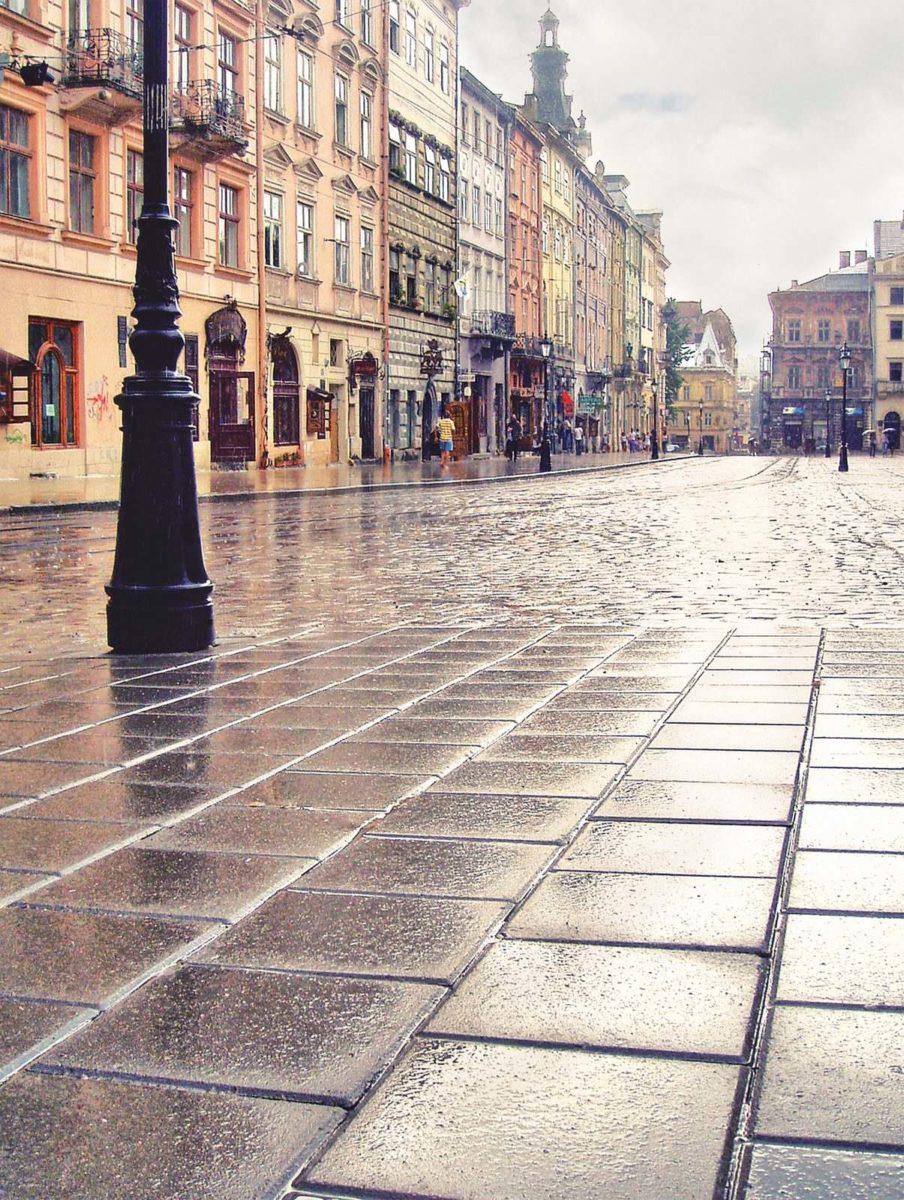 бруківка у Львові на Площі Ринок
