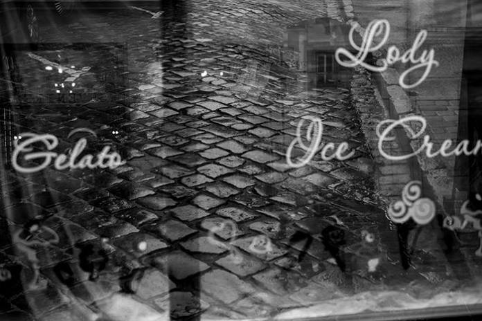 """Експозиція фотовиставки """"#львів #бруківка #бандери"""""""