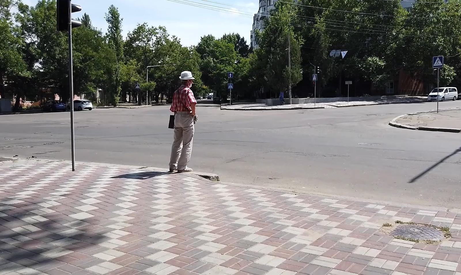 тротуарна плитка на дорозі