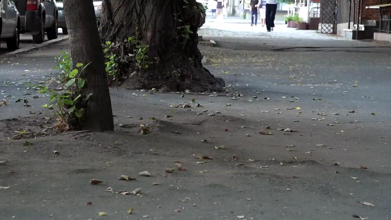 асфальтований тротуар
