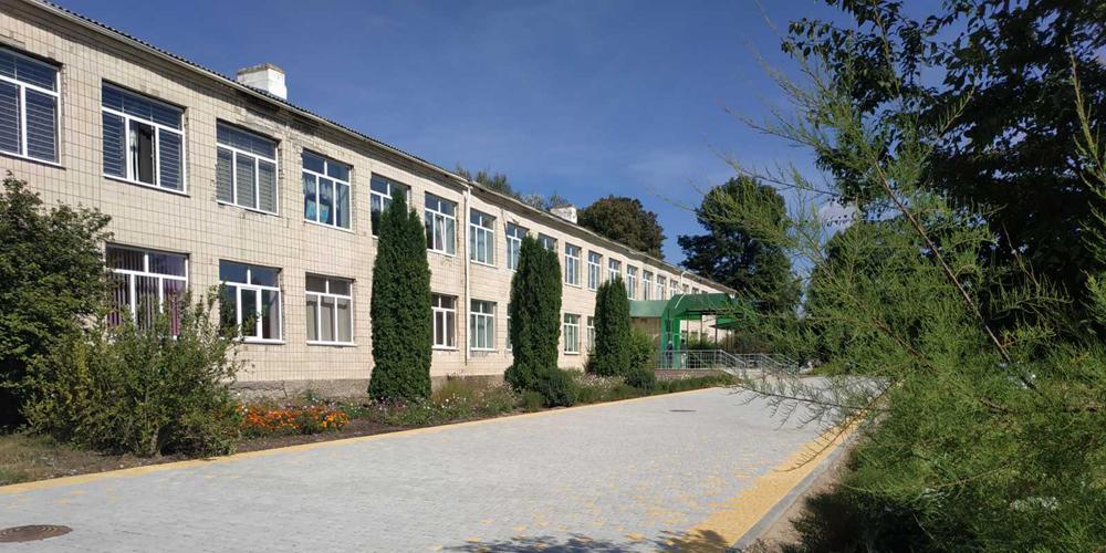 У селі Дружелюбівка, що у Калинівському районі, оновили шкільне подвір'я