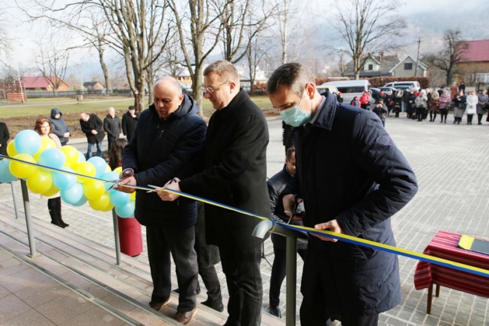 Бліц-Інфо - У Яремче завершили реконструкцію школи, на яку очікували 15 років
