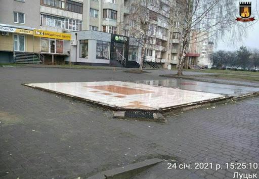У Луцьку на проспекті знесли кіоск і встановлять ще одну «розумну» зупинку | ВолиньPost