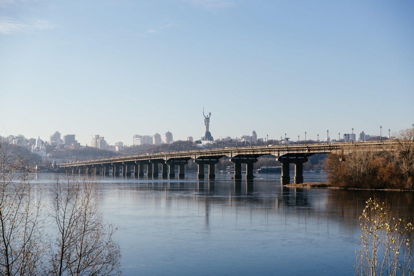 Результат пошуку зображень за запитом На мост Патона могут вернуть трамвай и обустроить велодорожки.