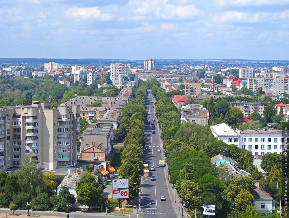 2016-07-24. Проспект Волі, Луцьк. Ще зелений.: line_o — LiveJournal