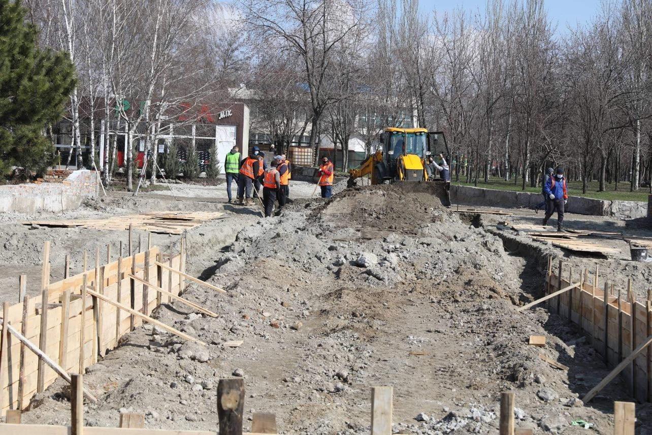 У Запоріжжі реконструюють вхідну групу одного з міських парків - Офіційний сайт Запорізької міської ради