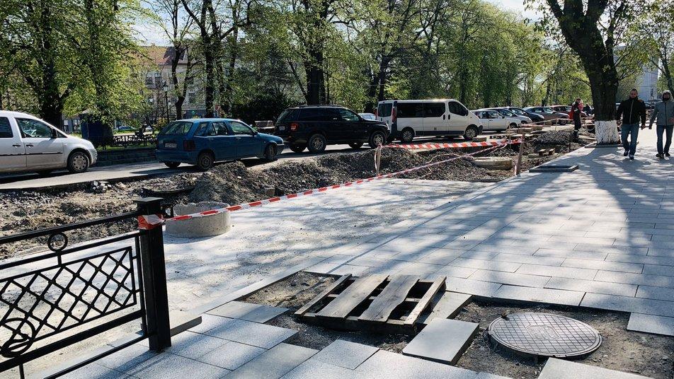 Ремонт площі Петефі в Ужгороді обіцяють завершити до кінця року. Чому призупинили роботи