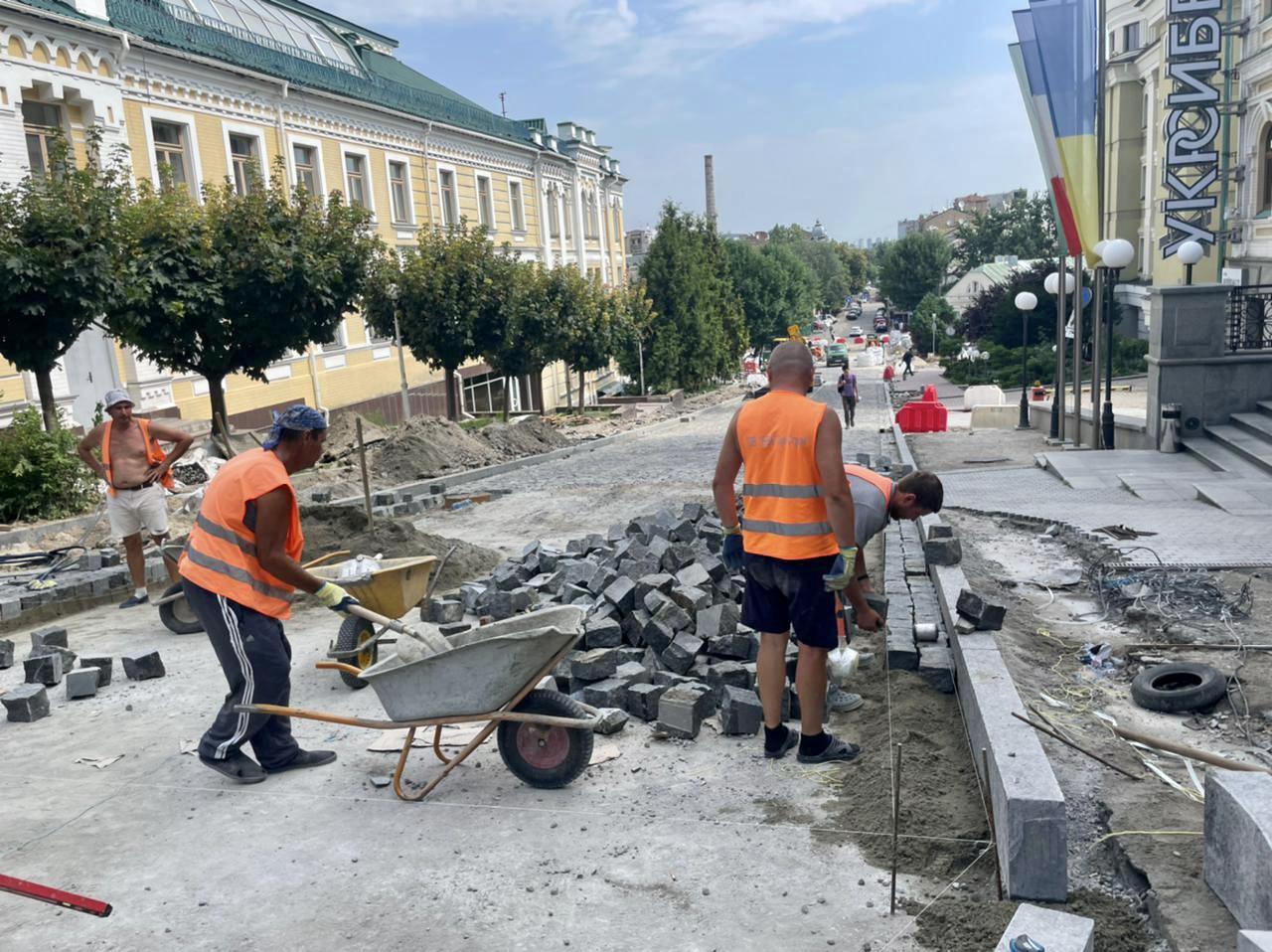 Read more about the article Масштабна реконструкція на вул. Андріївській