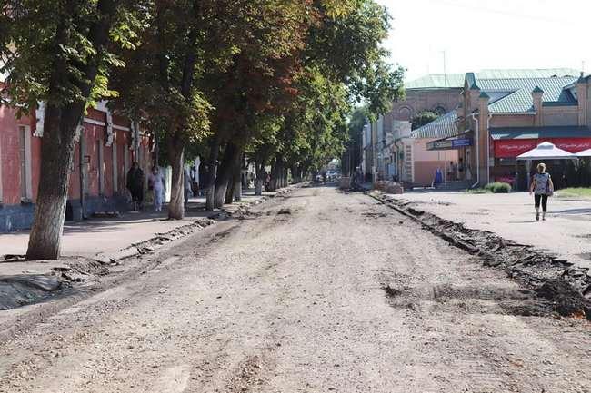 Read more about the article У Ніжині відкопали дерев'яний настил і бруківку