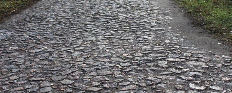 Read more about the article Історична кам'яна бруківка на дорогах Марганця